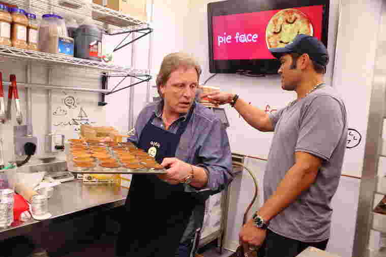 Teammates Sig Hansen and Johnny Damon work the kitchen at Pie Face during Celebrity Apprentice season 14, 2015.
