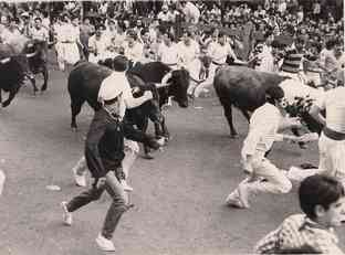 Geraldo and other brave souls run with the bulls