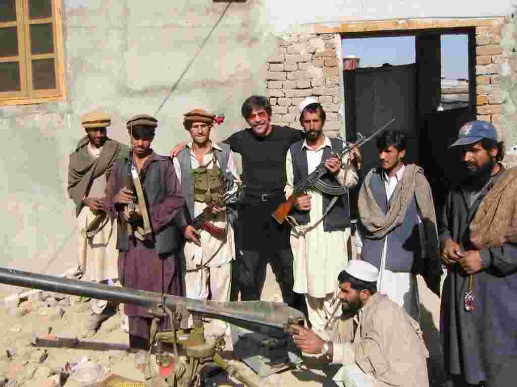 Geraldo poses with the local troops in Afghanistan