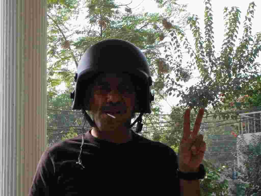 Geraldo in helmet