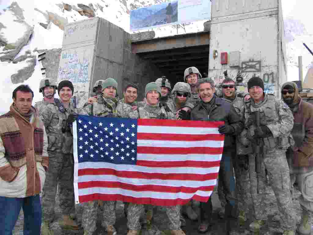 Geraldo with the troops holding the flag