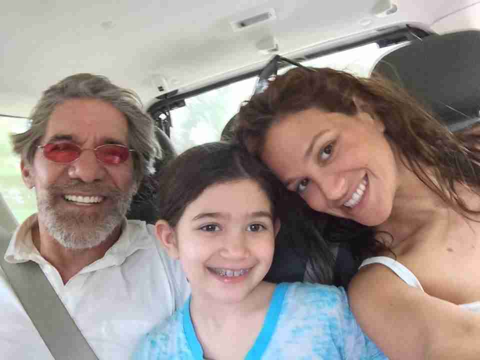 Geraldo with wife Erica and daughter Sol pose in the back seat