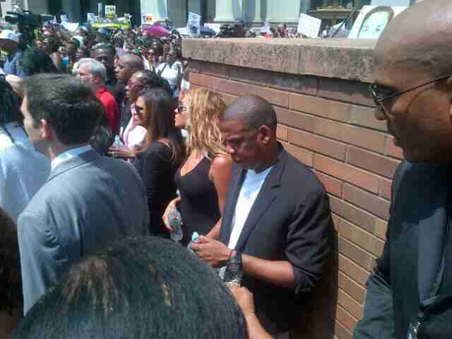 Geraldo and fam spot Jay-Z and Beyonce in the crowd