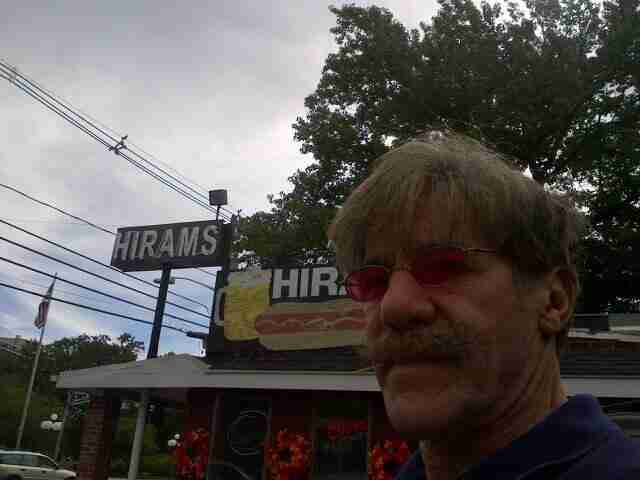 Geraldo makes a stop at Hirams, home of the best hot dog