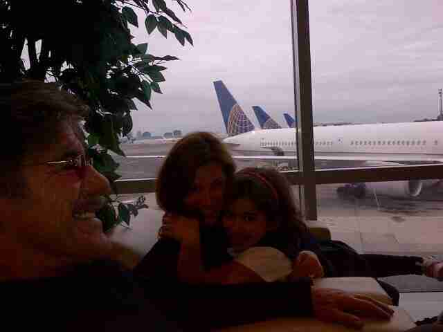 Geraldo, wife Erica and daughter Sol at the airport.