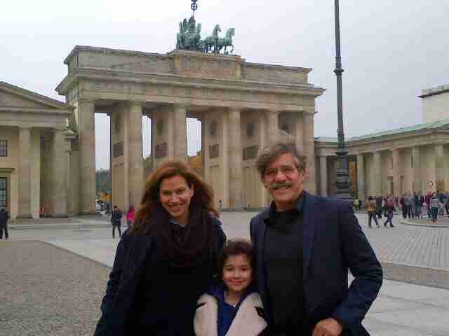 Geraldo with his wife Erica and their daughter Sol during a trip overseas.