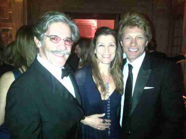 Geraldo shares a photo with friends.
