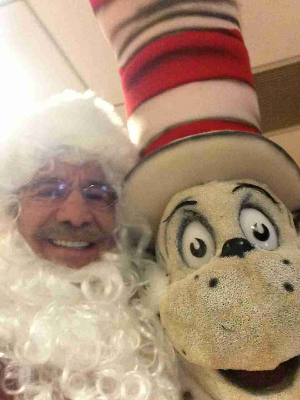 Geraldo poses with The Cat In The Hat.