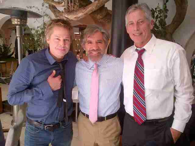 Geraldo poses for a photo with friends.