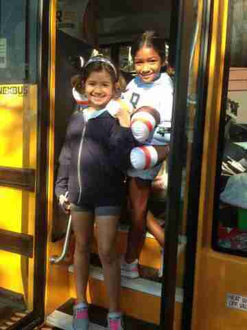 Geraldo's youngest daughter Sol and her friend Lola step off the bus.