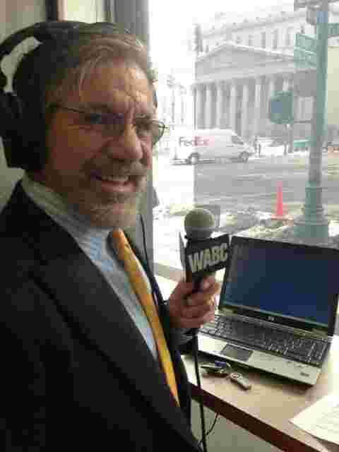 Geraldo broadcasting his 77 WABC radio show live from the El Cortes coffee shop in downtown Manhattan.