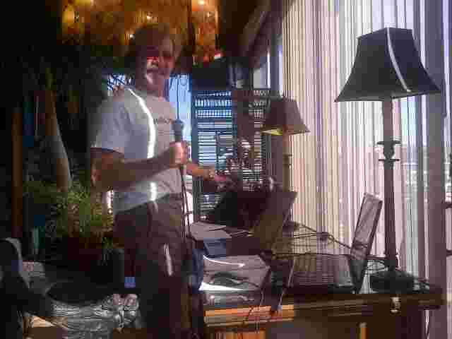 Geraldo broadcasts his 77 WABC radio show live from the dock at Edgewater, New Jersey -- with his bird Tweets.