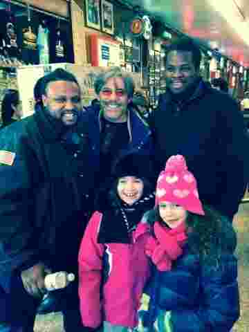 Geraldo meets fans during a walk with his daughter Sol