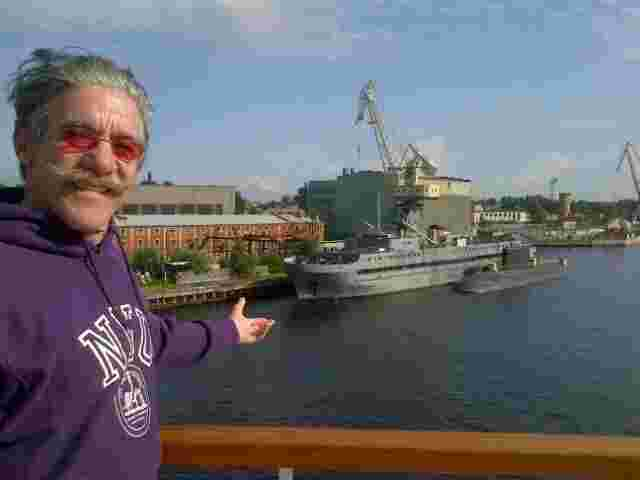 Geraldo points out a russian sub fueling up