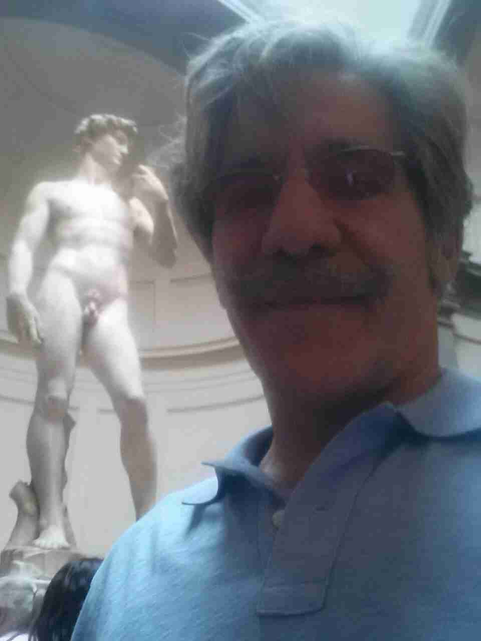 Geraldo takes a moment with a statue at the museum