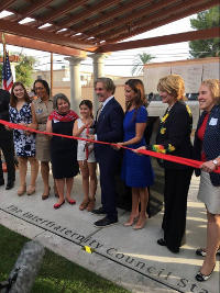 Geraldo Rivera cuts the ribbon while donating a park to his alma mater, University of Arizona